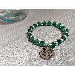Pulsera bolas de plata y cristales verdes con medalla y colgante